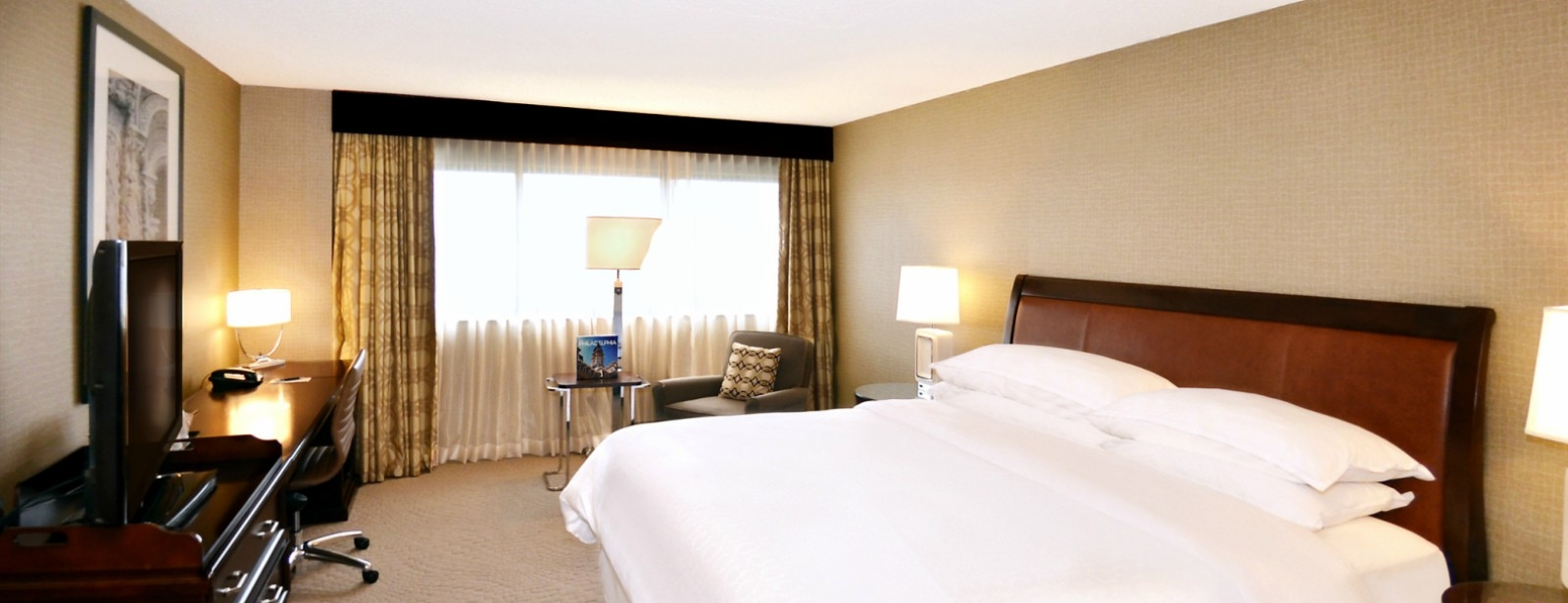 Philadelphia Accommodations - Traditional Deluxe Guest Room